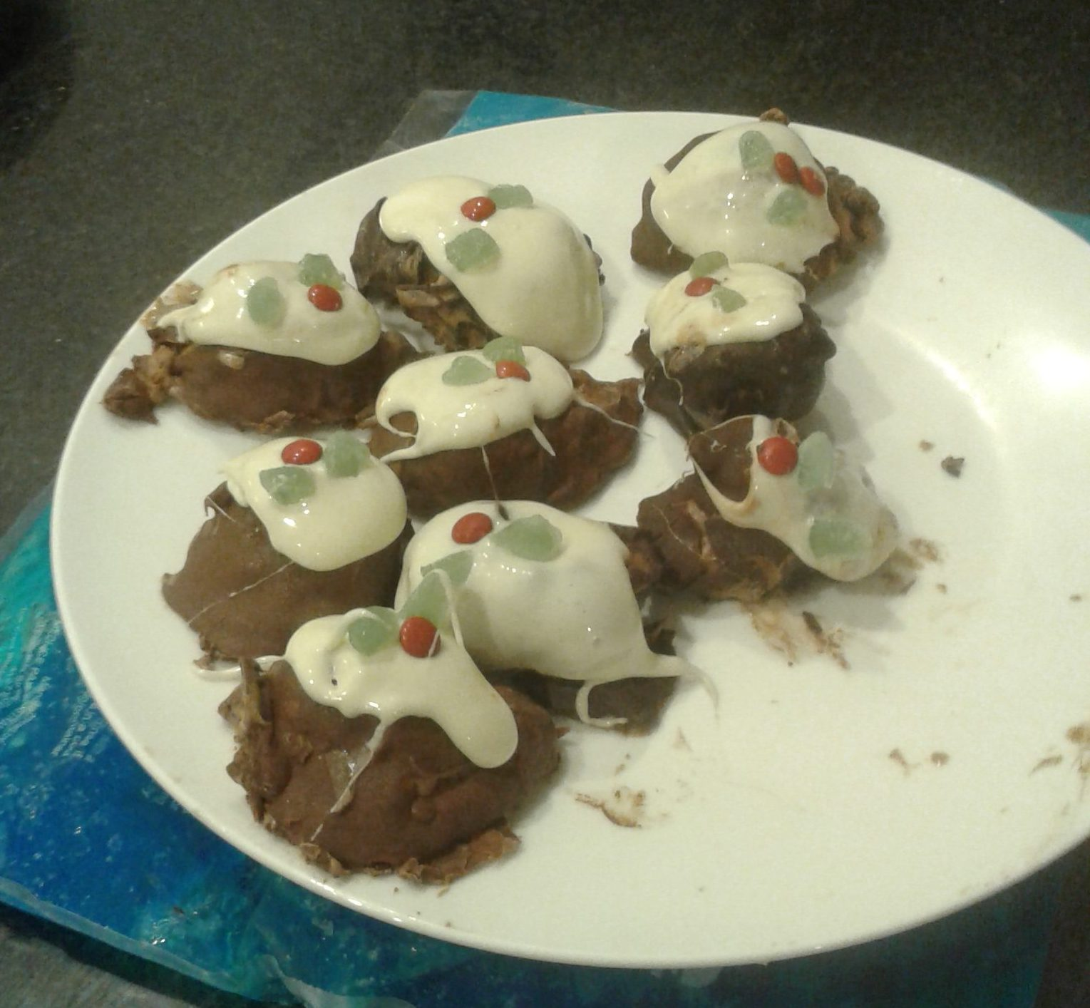 Mini Ice Cream Christmas Puddings